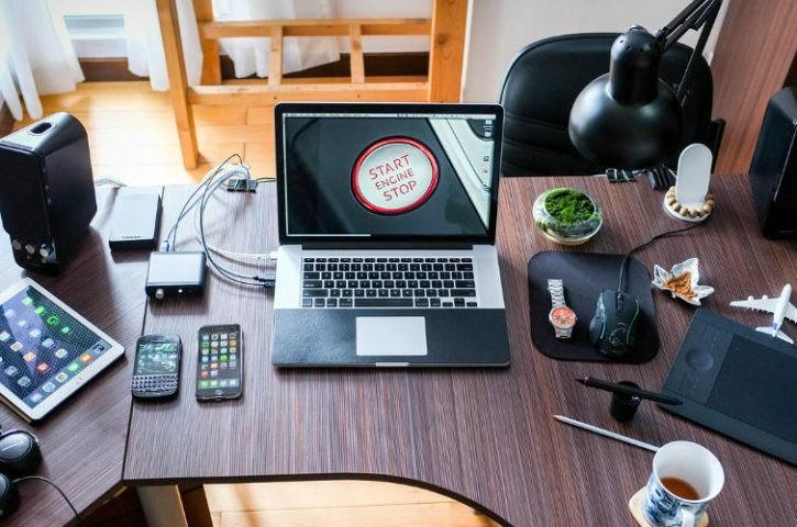 Cómo elegir la mesa de ordenador adecuada para tu oficina